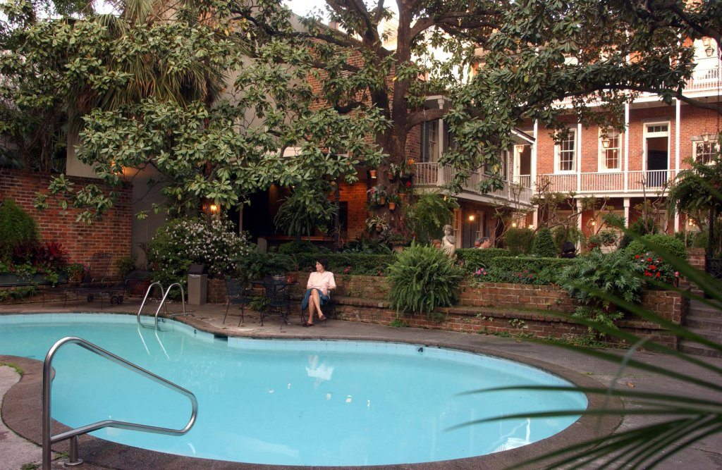 french-quarter-courtyard